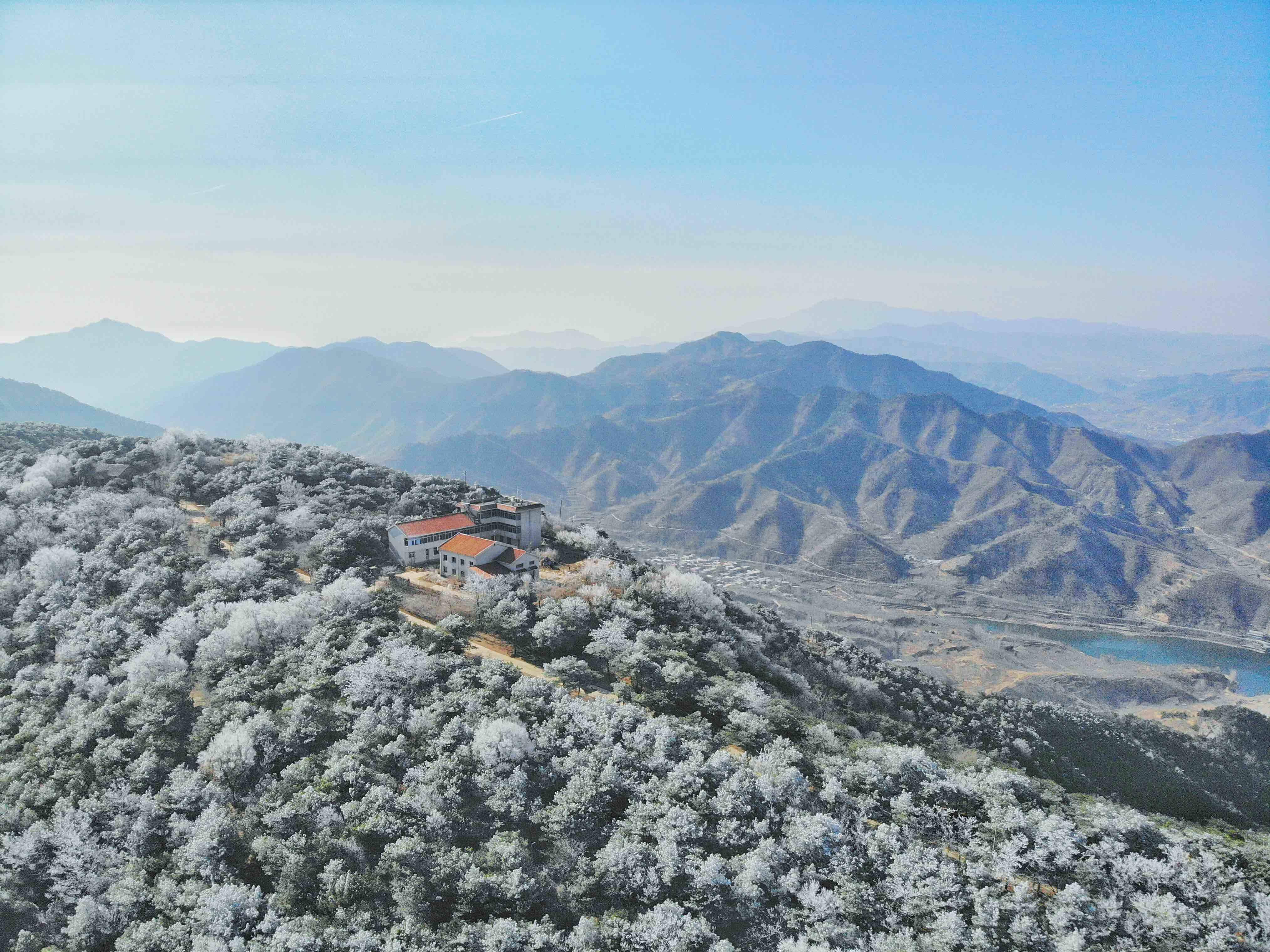 云海仙境+雾凇美景,这两日的跑马岭美翻了!