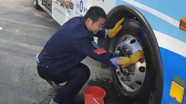 57秒丨潍坊2000余名公交驾乘人员春节期间坚守岗位 保障市民顺利出行