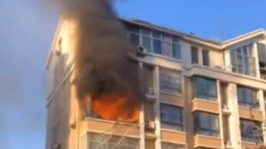 19秒|滨州邹平一住户家中起火 幸好事发时家中没人
