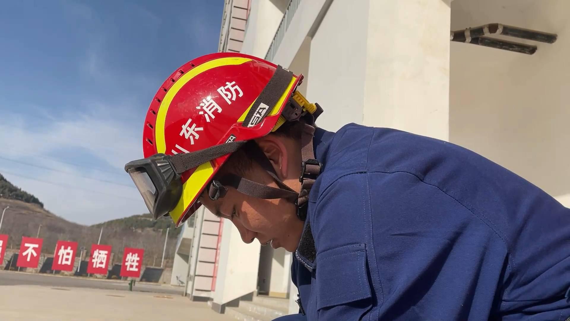 新消防员阿布:从大凉山坐车五天五夜来到山东 只为实现消防梦