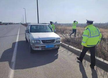 潍坊滨海交警巡逻发现套牌车 竟还是个报废车