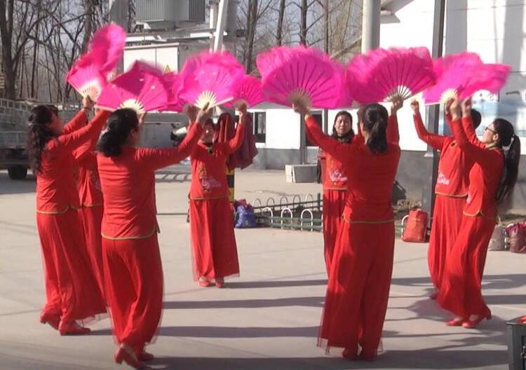 67秒 潍坊安丘:迎新春闹元宵 大秧歌扭起来 欢快的毛驴跑起来