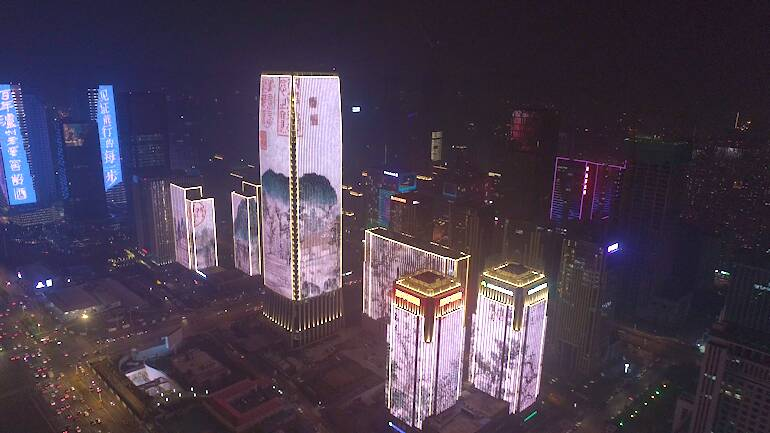 把济南故事映在楼宇巨乐投体育幕,元宵节的泉城很像画