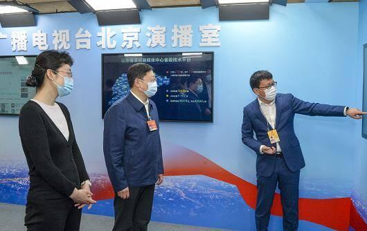 王良看望参加十三届全国人大四次会议报道的山东随团记者