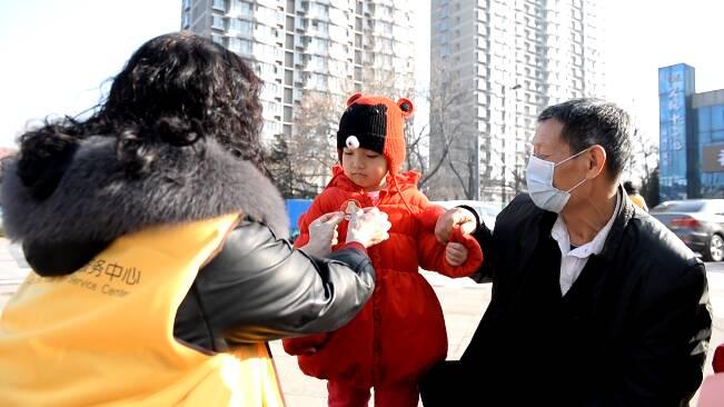 72秒|社区送温暖、义诊送健康……潍坊昌乐志愿者以雷锋精神传递正能量