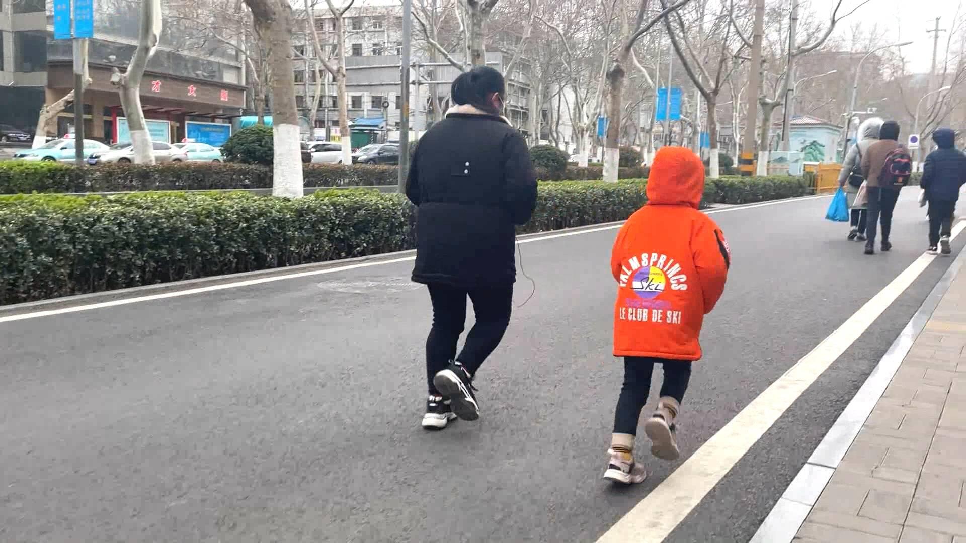 视频丨妹妹跑步锻炼救患姐姐 妈妈:希望女儿可以战胜病魔,健康快乐长大