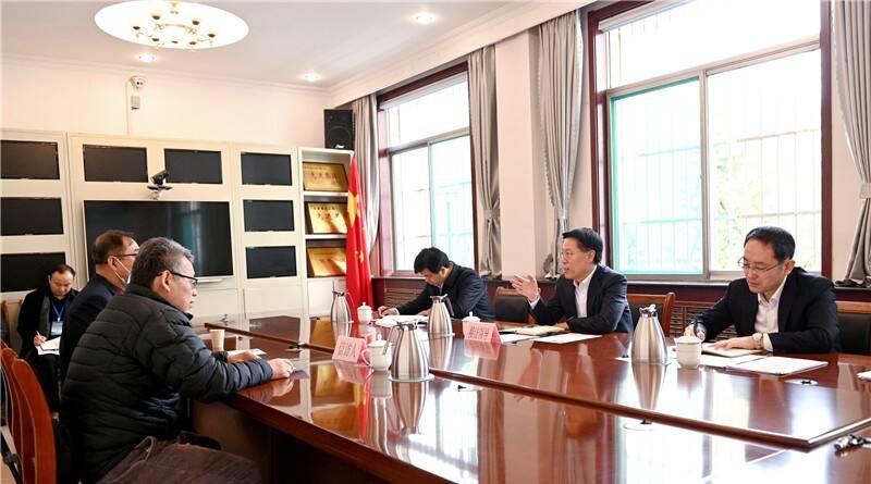 淄博市委书记江敦涛到市信访局公开接待群众来访