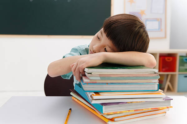 闪电评论丨别让孩子累趴在起跑线上