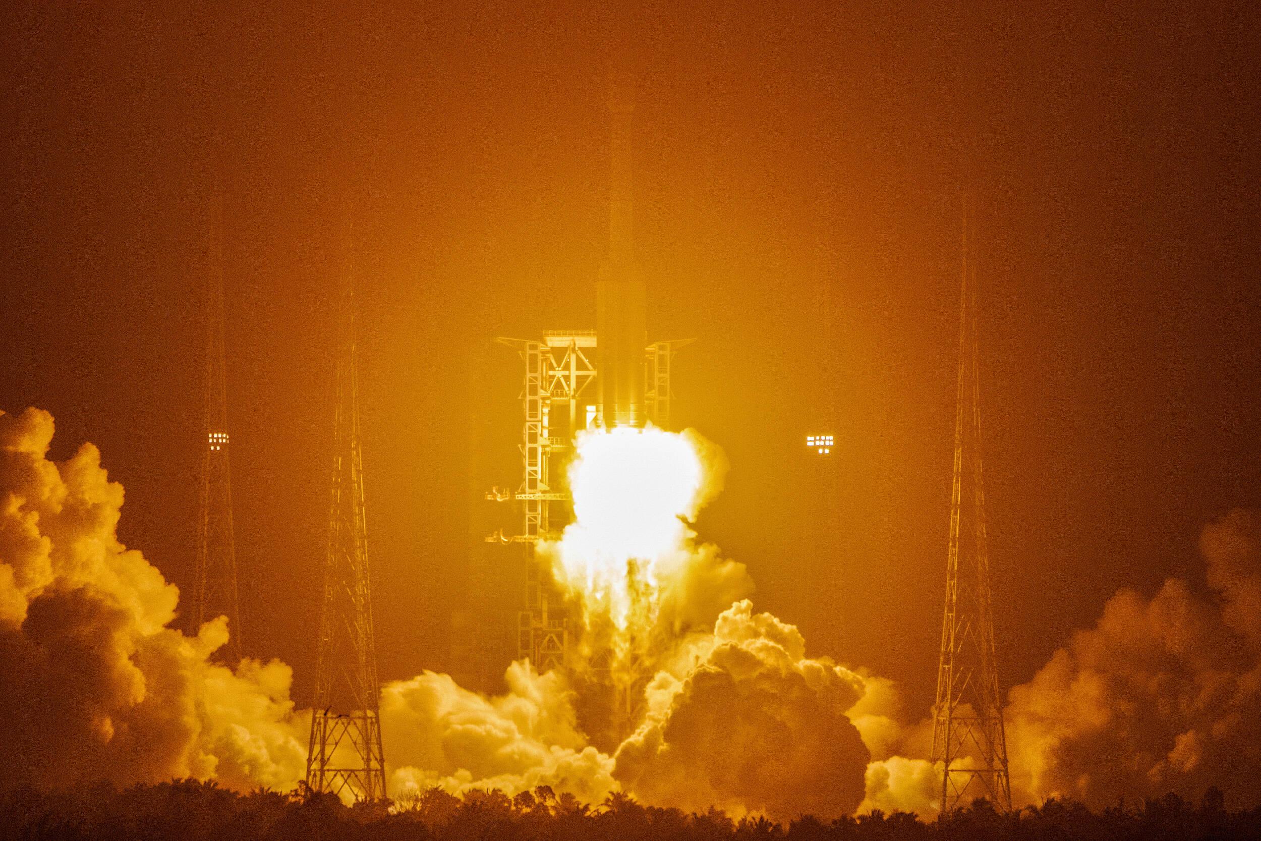 影像力丨长征系列第362次冲出地球 长征七号改遥二运载火箭发射成功