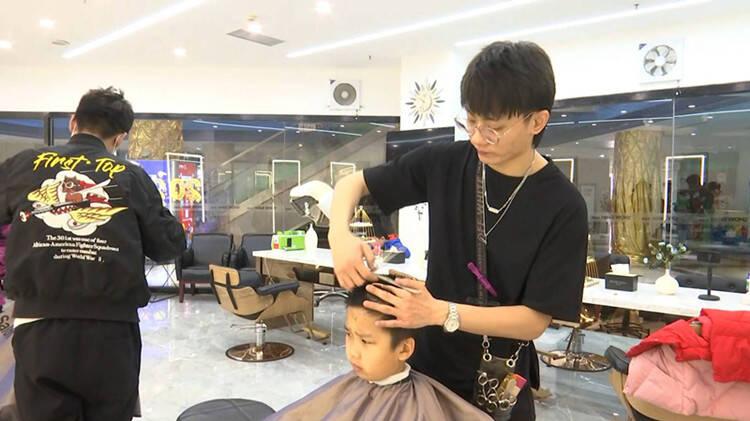 二月二龙抬头 济南市民一大早直奔理发店图个好彩头