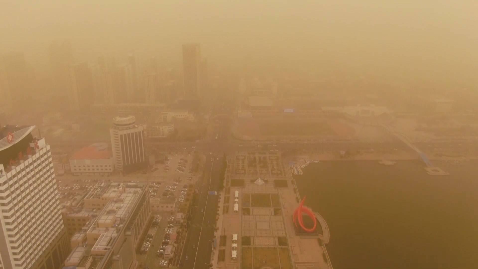 63秒丨德州出现沙尘暴天气 部分地区能见度不足1公里