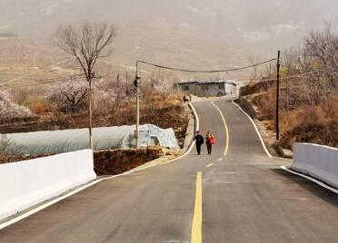 """泰安省庄镇北部山区通了旅游观光路 9个山村""""抱团""""致富"""
