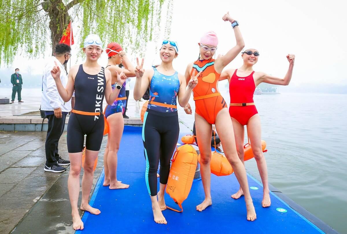 百余冬泳健将逐浪大明湖 第九届中国济南冬季畅游泉水国际公开赛今天开赛