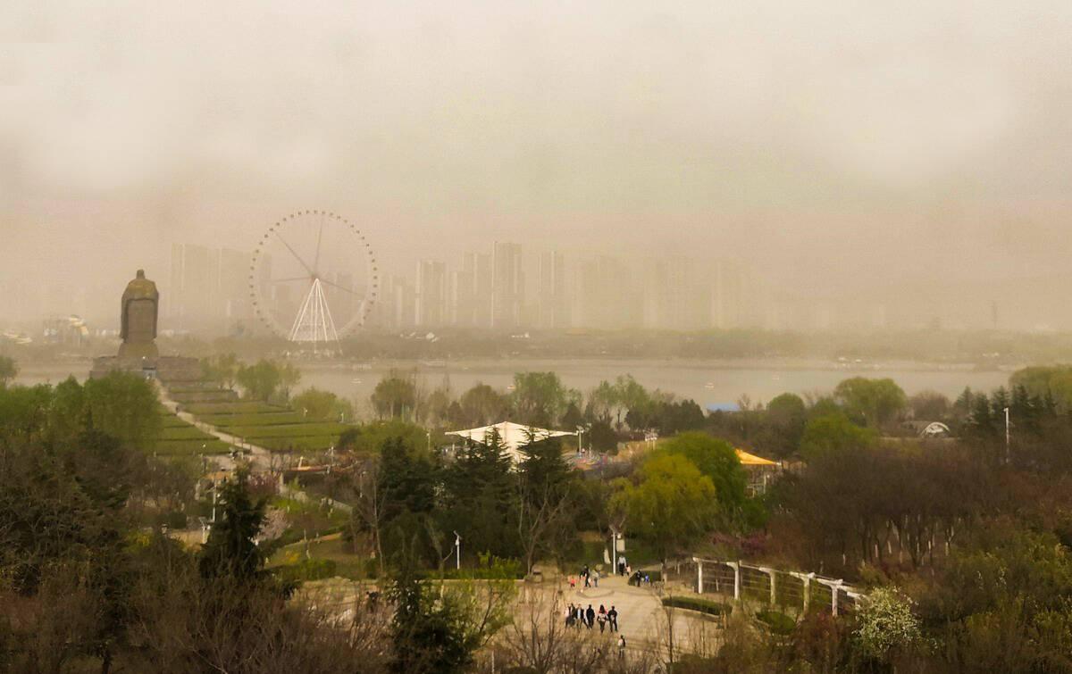 又迎沙尘天! 新一轮沙尘来袭山东