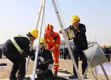 潍坊滨海区举行受限空间事故应急救援演练