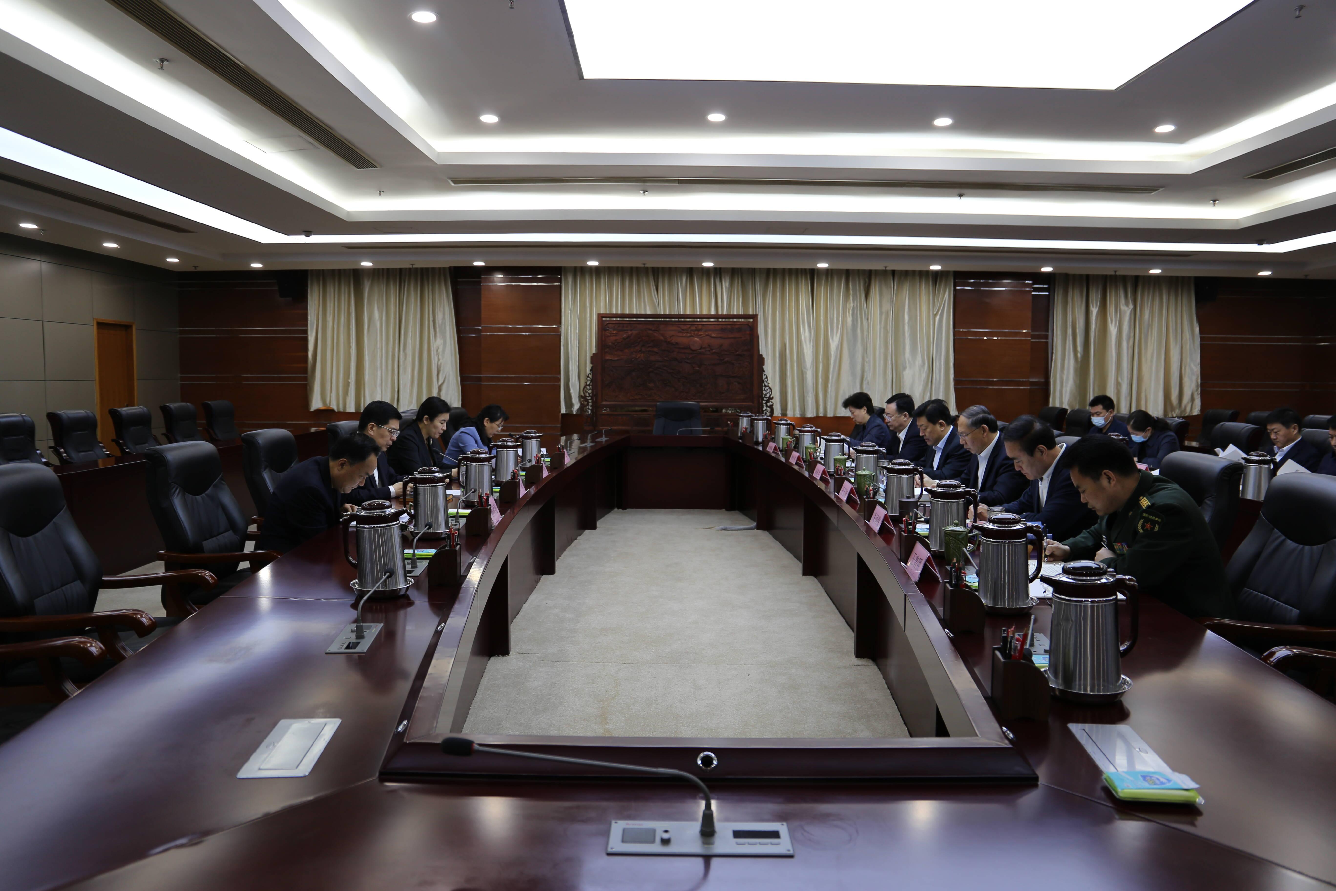 枣庄市委理论学习中心组进行集体学习