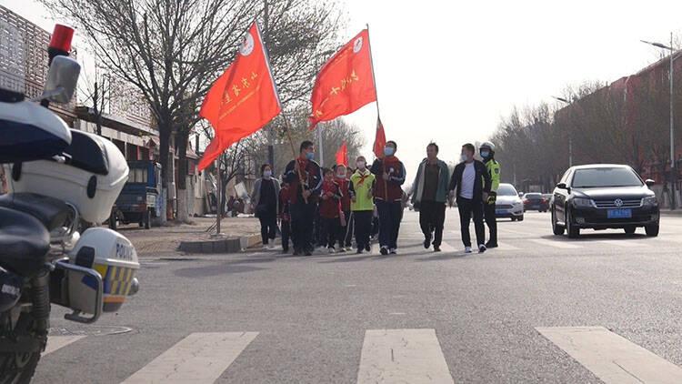 42秒|缅怀革命先烈 传承红色精神 垦利区师生开展祭扫革命烈士活动