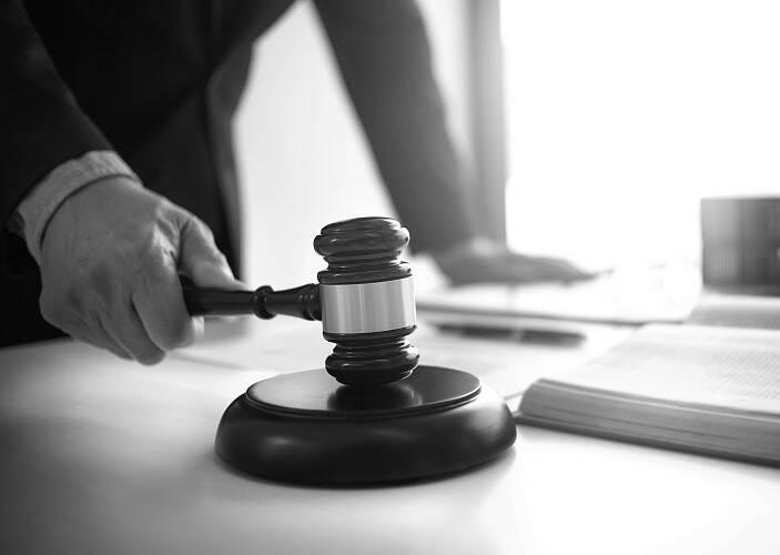 闪电·拍案|实习司机开车出事故 二审改判:保险公司不赔钱