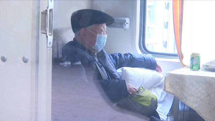 暖心返程路|耄耋老人回乡扫墓 济南火车站工作人员爱心暖途