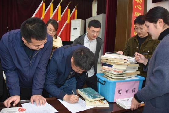 济宁曲阜姚村镇开展全民阅读月机关干部捐书活动