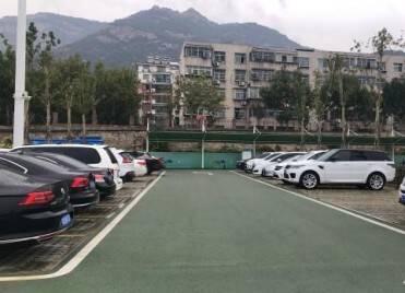 清明假期泰安生态停车场1100余辆外地车免费停 游客宾至如归