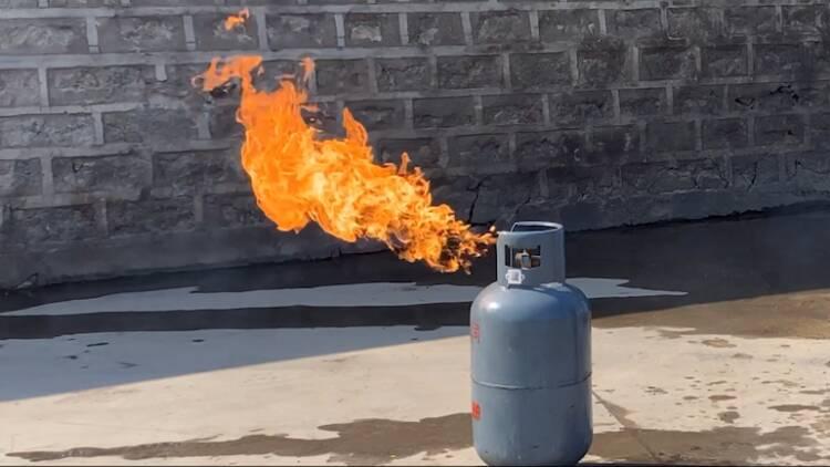 戳視頻,教你幾種常見的家庭火災撲滅方法