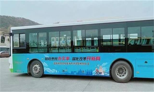 威海環翠區首輛稅務主題公交車上線運營