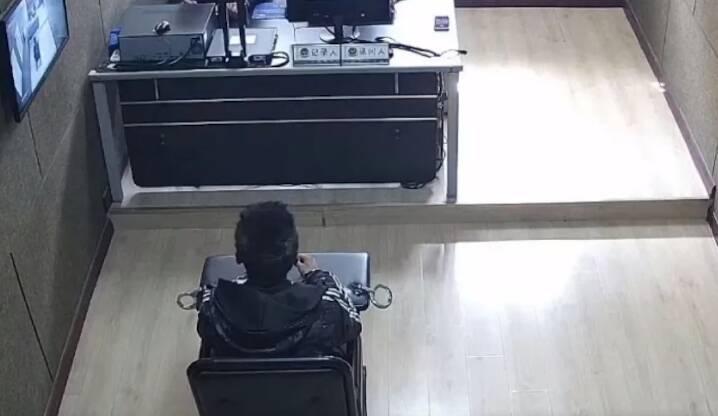 31秒丨东营系列砸车玻璃盗窃车内财物案告破 犯罪嫌疑已归案