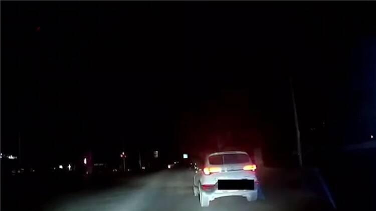 44秒|深夜恶意别车 东营鲁ED***85车辆被举报