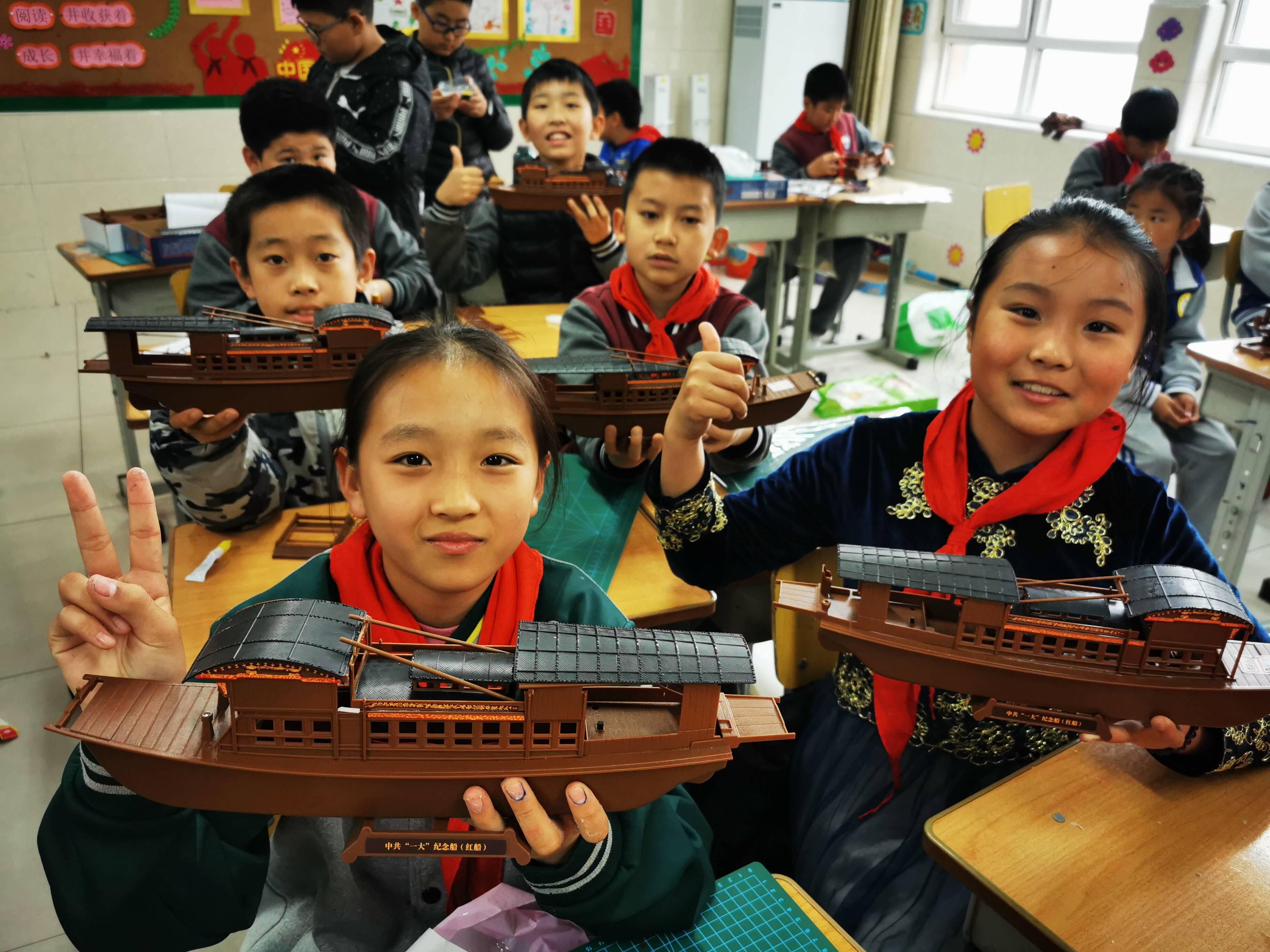 南湖红船等模型惟妙惟肖!济南槐荫区1859名学生制作模型为建党100周年献礼