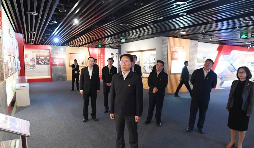 淄博市委理论学习中心组成员参观淄博革命历史纪念馆