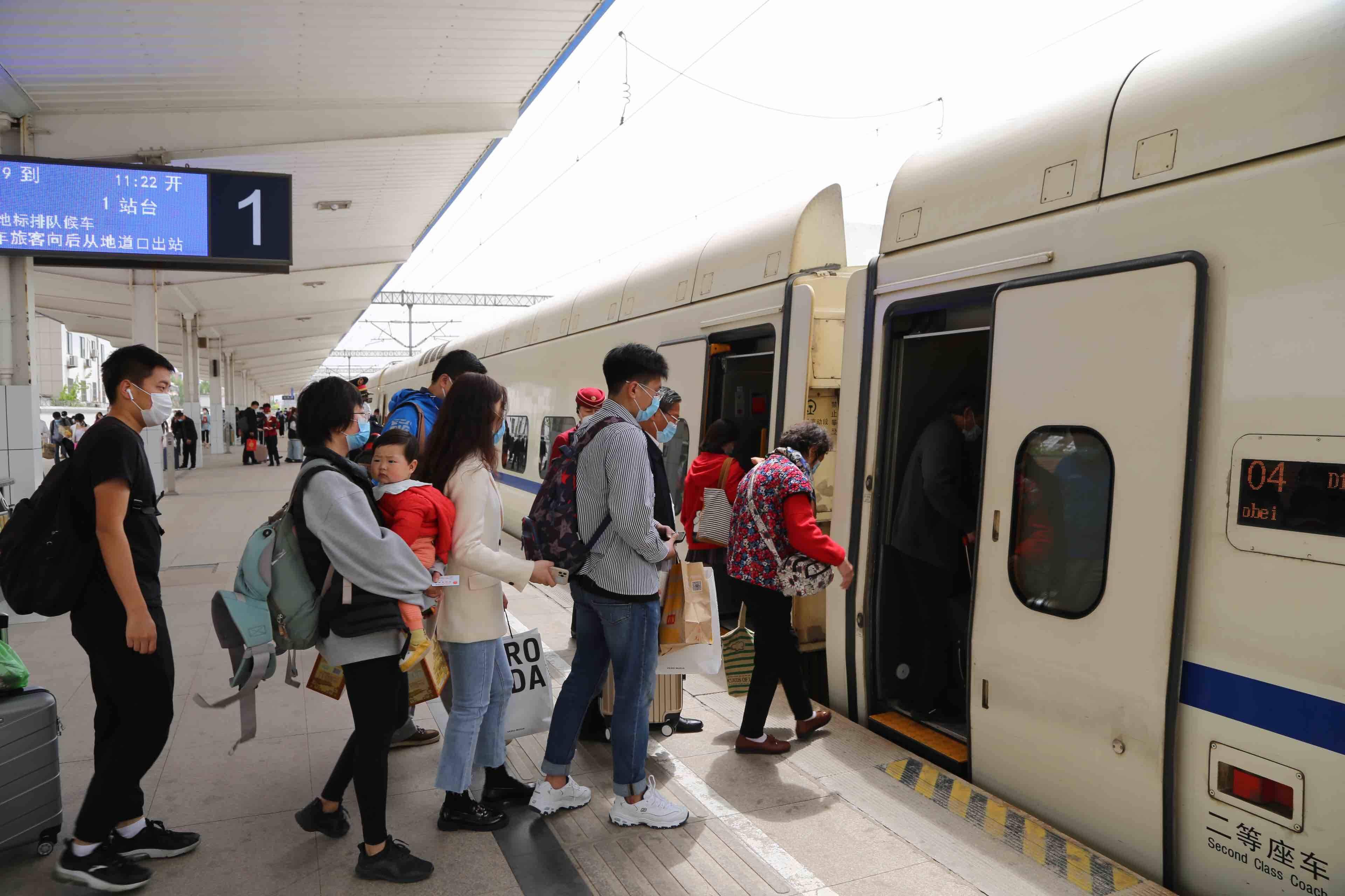 """加开列车16趟 """"五一""""小长假淄博火车站预计发送旅客15.8万人次"""