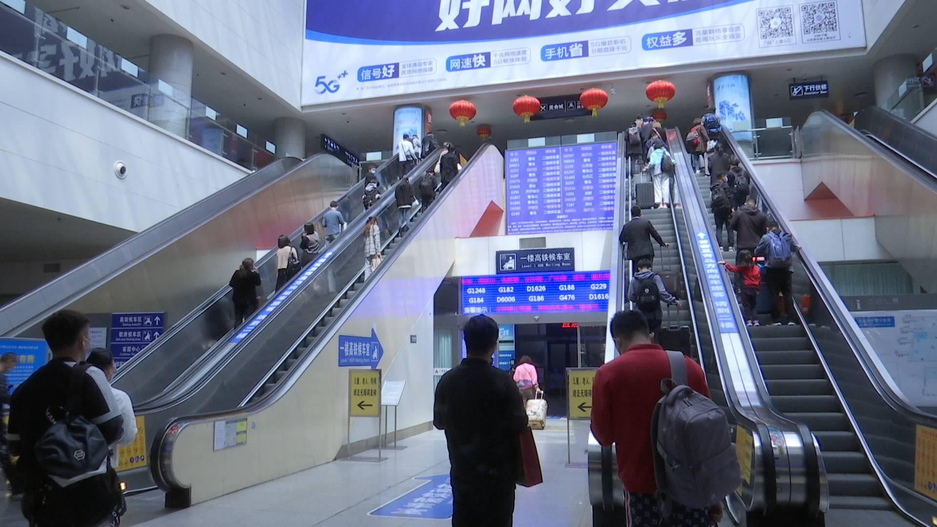 """济南三大火车站8天预计发送旅客106.5万人 铁路""""五一""""假日运输今日启动"""