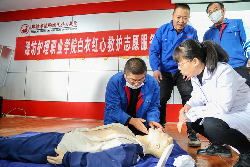 学党史  践行动 潍坊护理职业学院志愿者走进企业宣讲安全救护知识