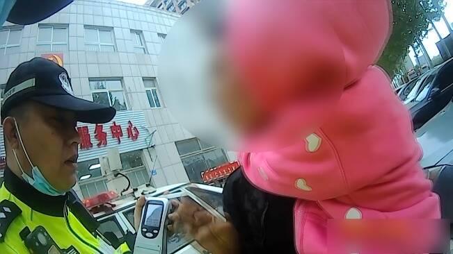 58秒丨潍坊一男子开车接女儿竟被前妻举报?