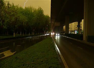 刚刚!青岛烟台等地降下冰雹 电闪雷鸣 鲁中鲁南等局地仍有强对流天气