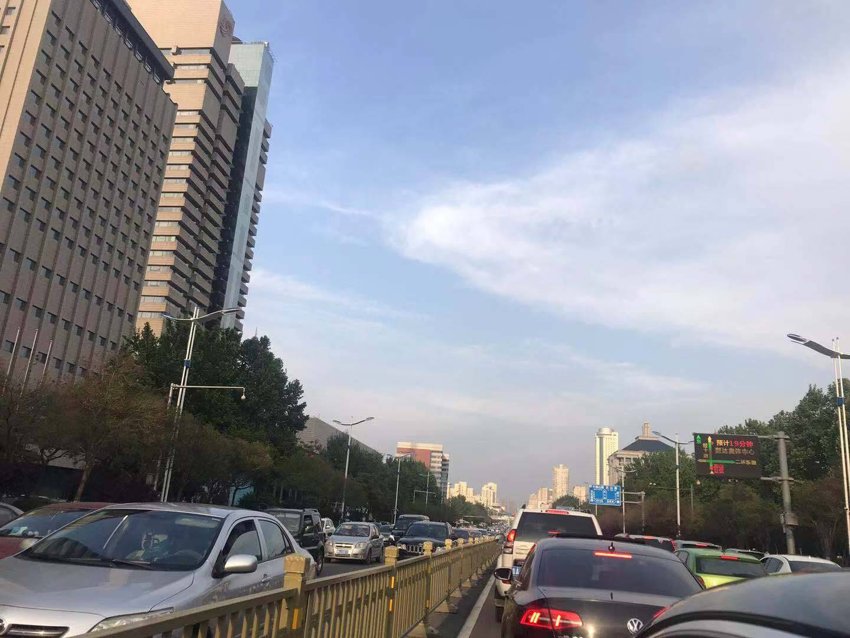 济南部分路段开始出现拥堵 预计晚高峰延迟至20时左右