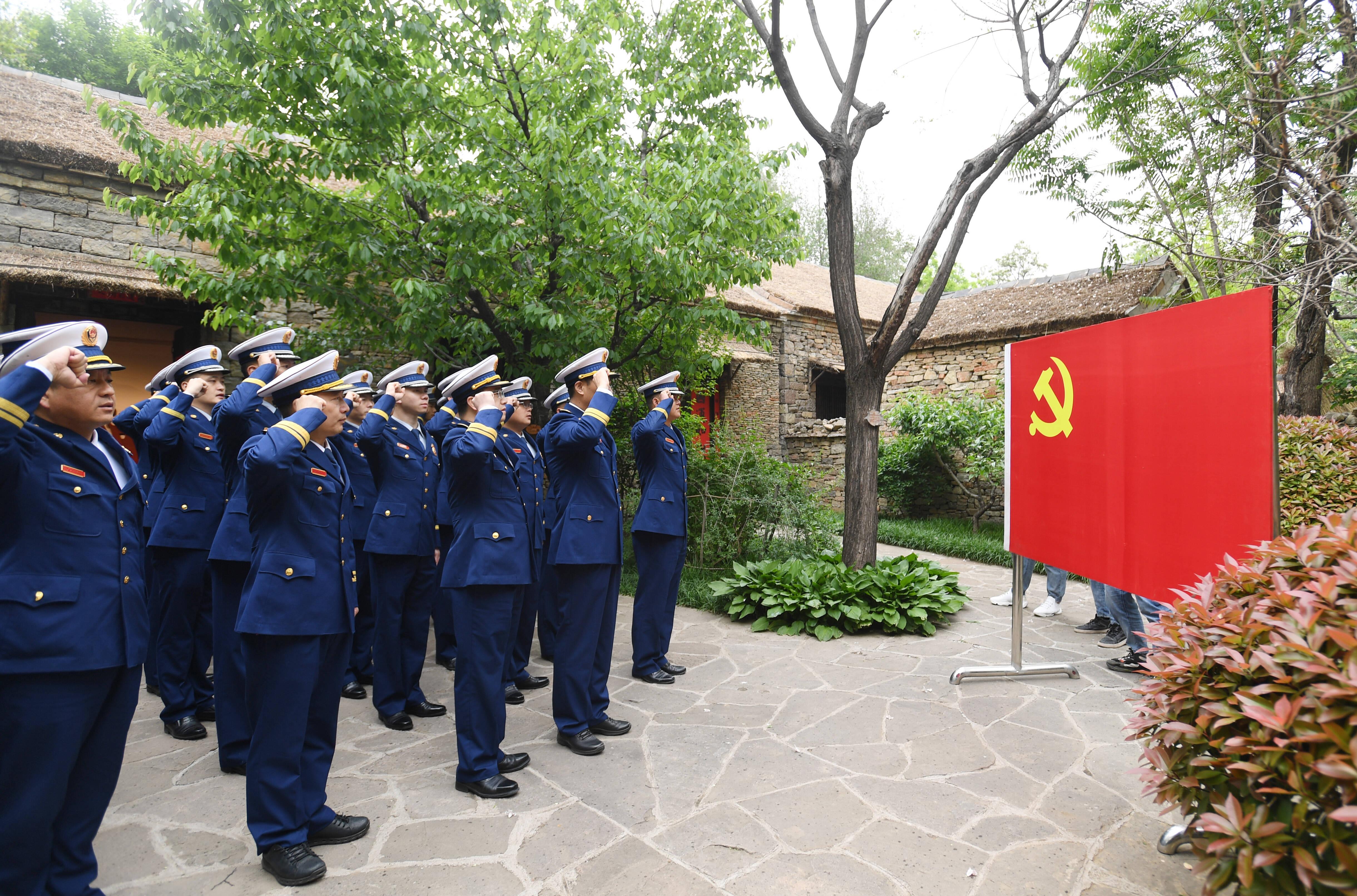 山东消防组织青年指战员赴沂蒙红嫂故里开展参观见学