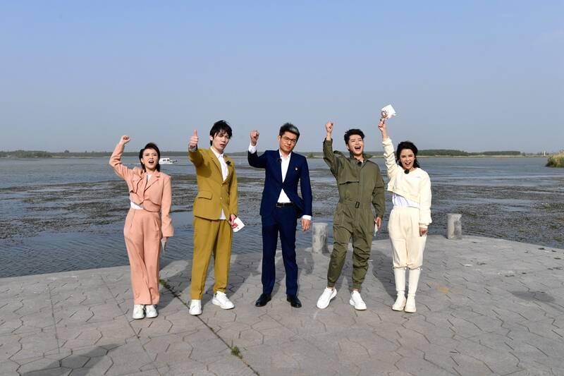 歌手简弘亦 刘至佳录制山东卫视《寻声记》 改编《弹起我心爱的土琵琶》致敬荣光