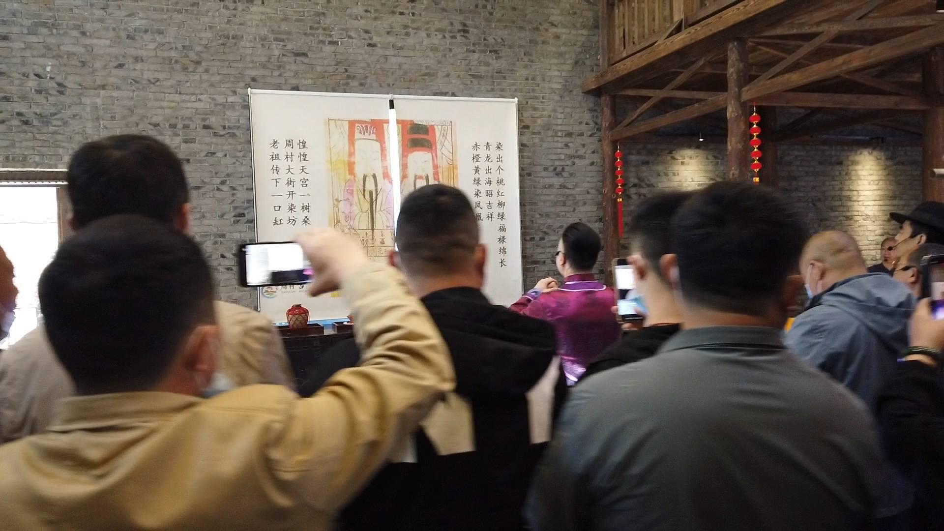 97秒丨一天演出18场!周村古城情景剧演员为游客实景演绎《大染坊》