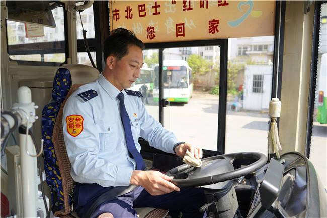 77秒|青岛367路公交车迟野磊:把温暖传递给每一位乘客