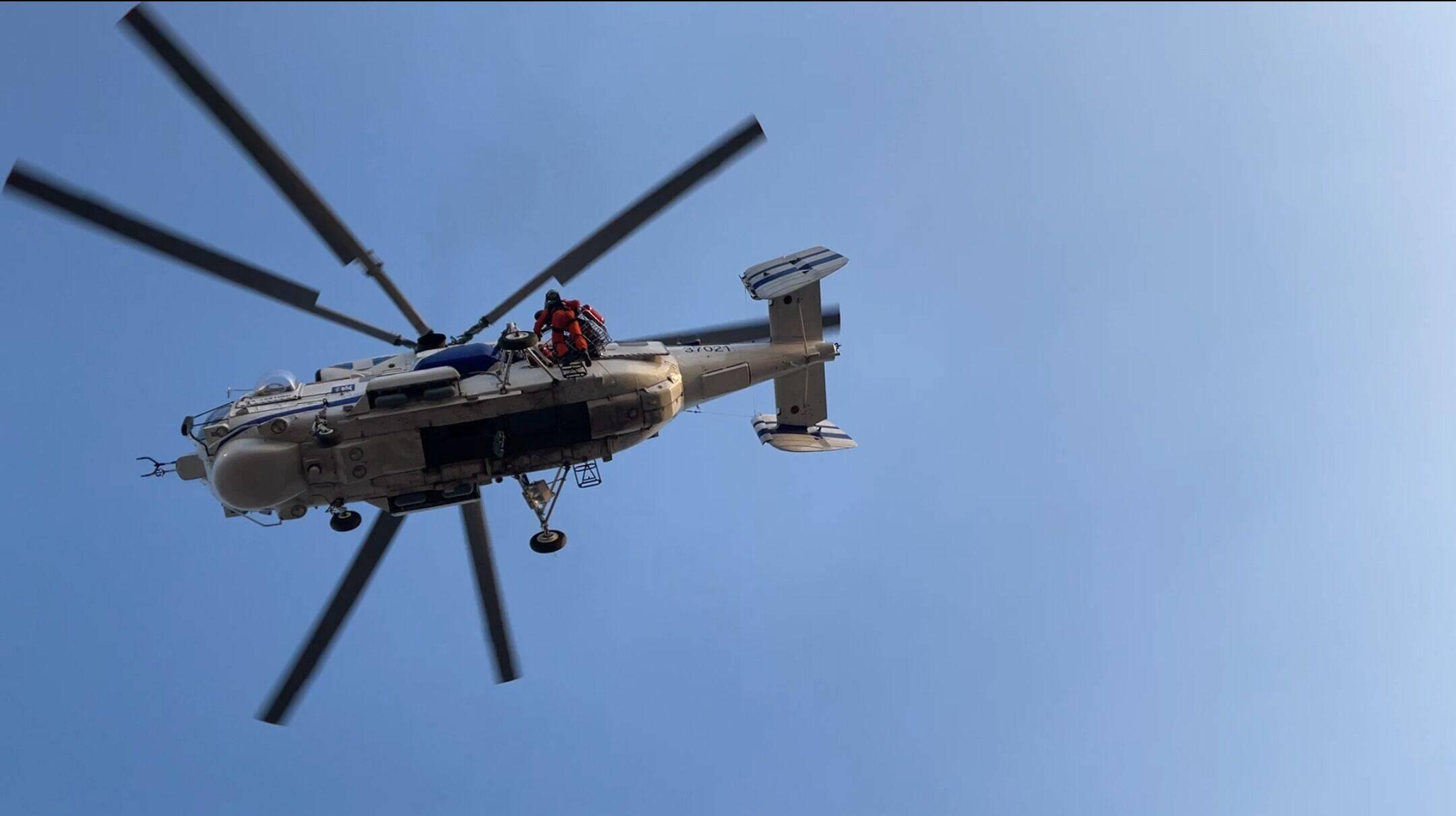 """直升机在地震救援中如何运送伤员?来山东2021""""地震灾害救援跨区域综合实战演练""""现场看看"""
