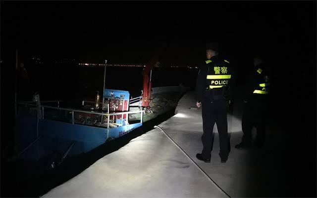乳山:多部門聯合夜查 維護休漁期沿海治安秩序