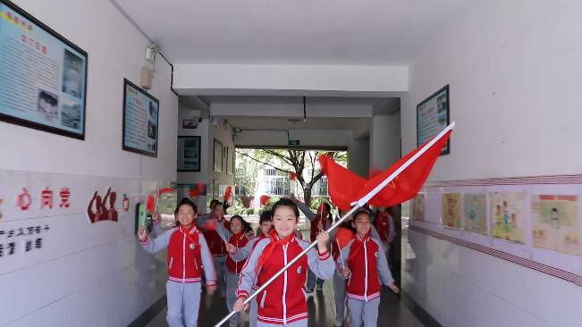 62秒|潍坊昌乐近万名学生齐声高歌 庆祝中国共产党成立100周年
