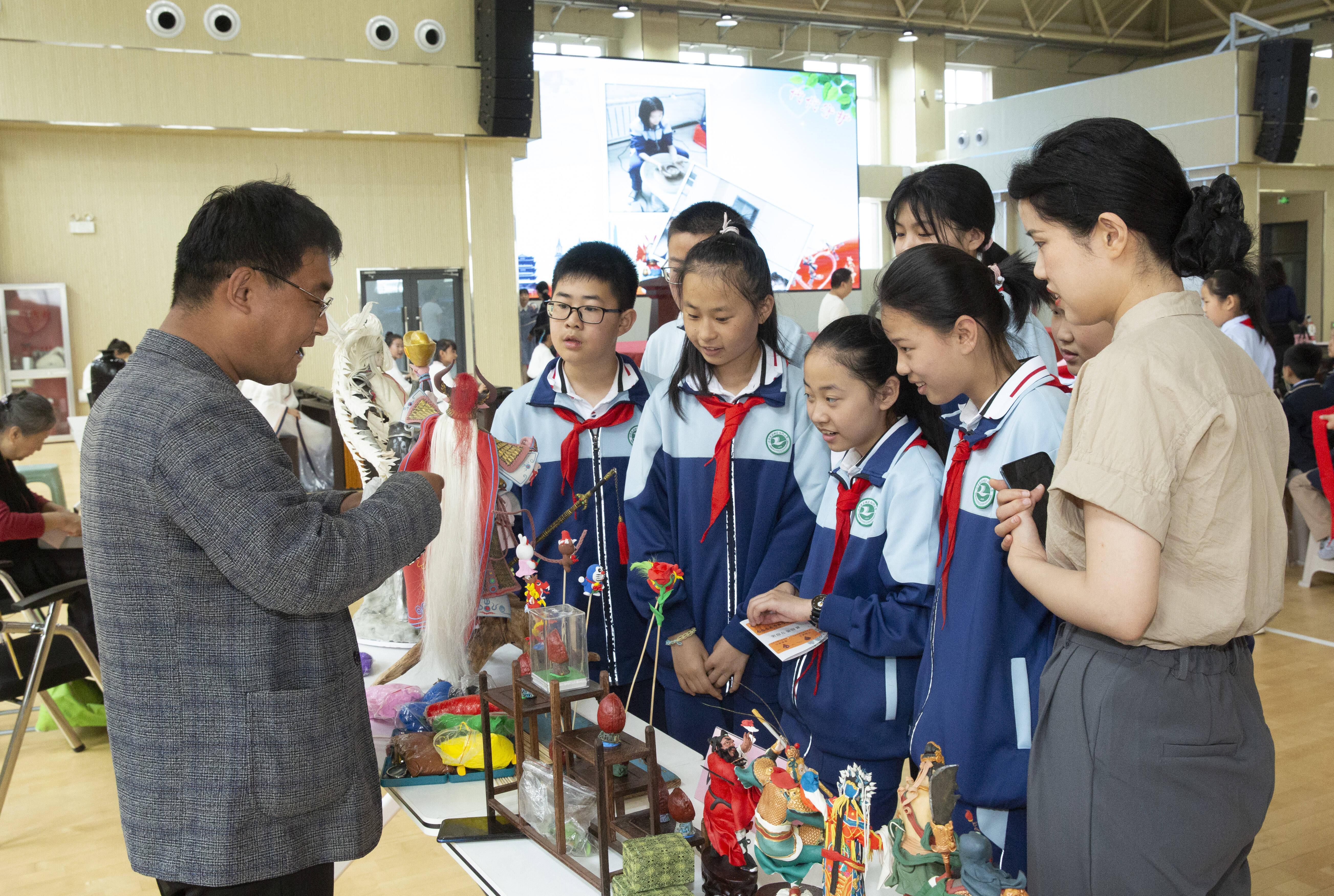 面塑、叶雕、剪纸等7个非遗项目入驻济南市历城区仁轩小学