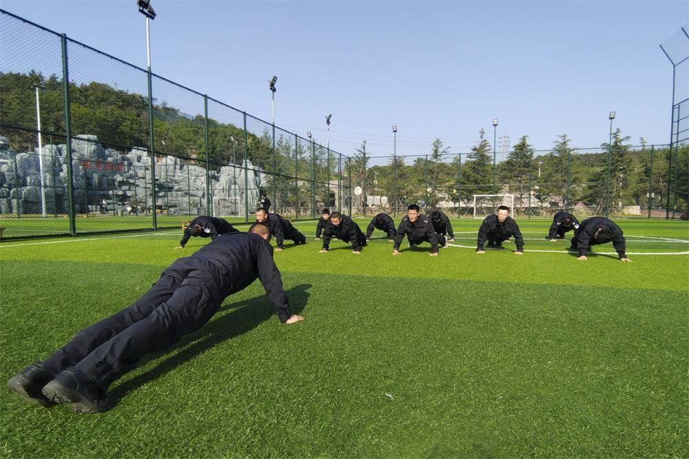 組圖丨威海海岸警察高區大隊:練體能 強素質
