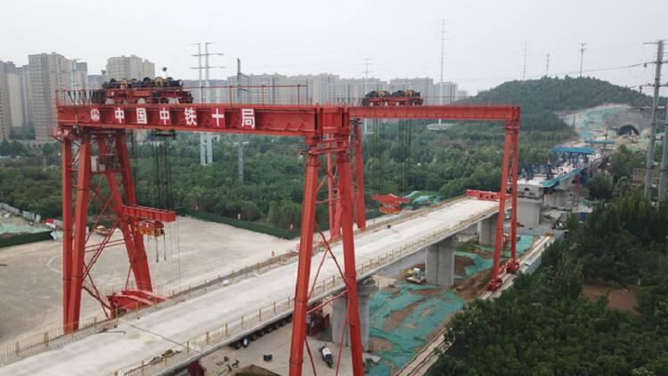 鲁南高铁西段架设首条接触网导线、青岛地铁1号线轨通……山东这三个重大项目建设有了新进展