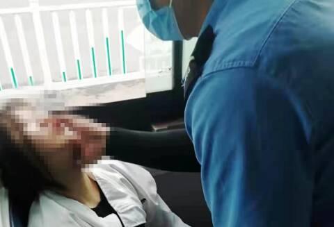 乘客突然晕倒 潍坊公交驾驶员展开急救