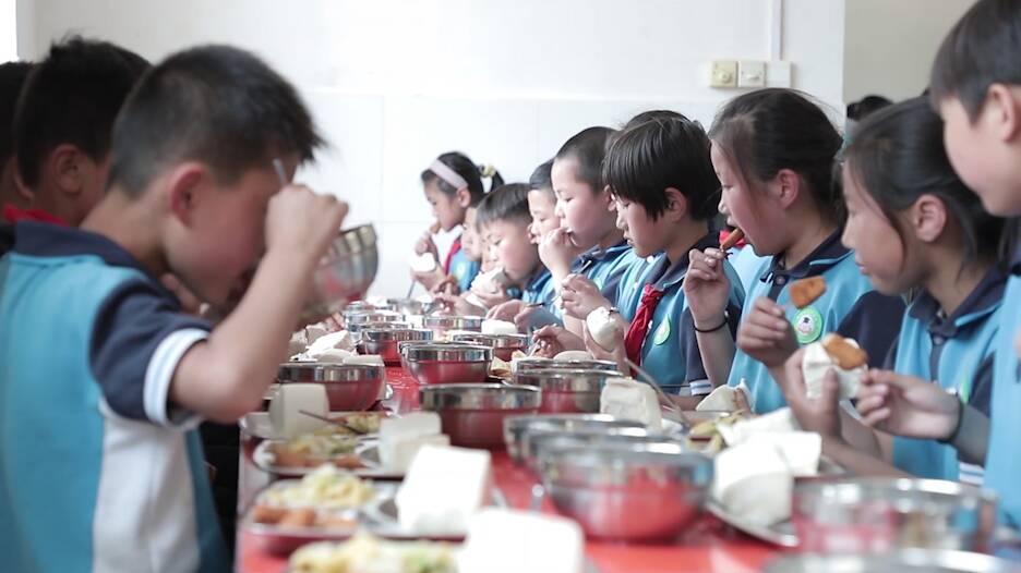 """我为群众办实事 聊城莘县农村小学将实现校内""""午餐午休""""全覆盖"""