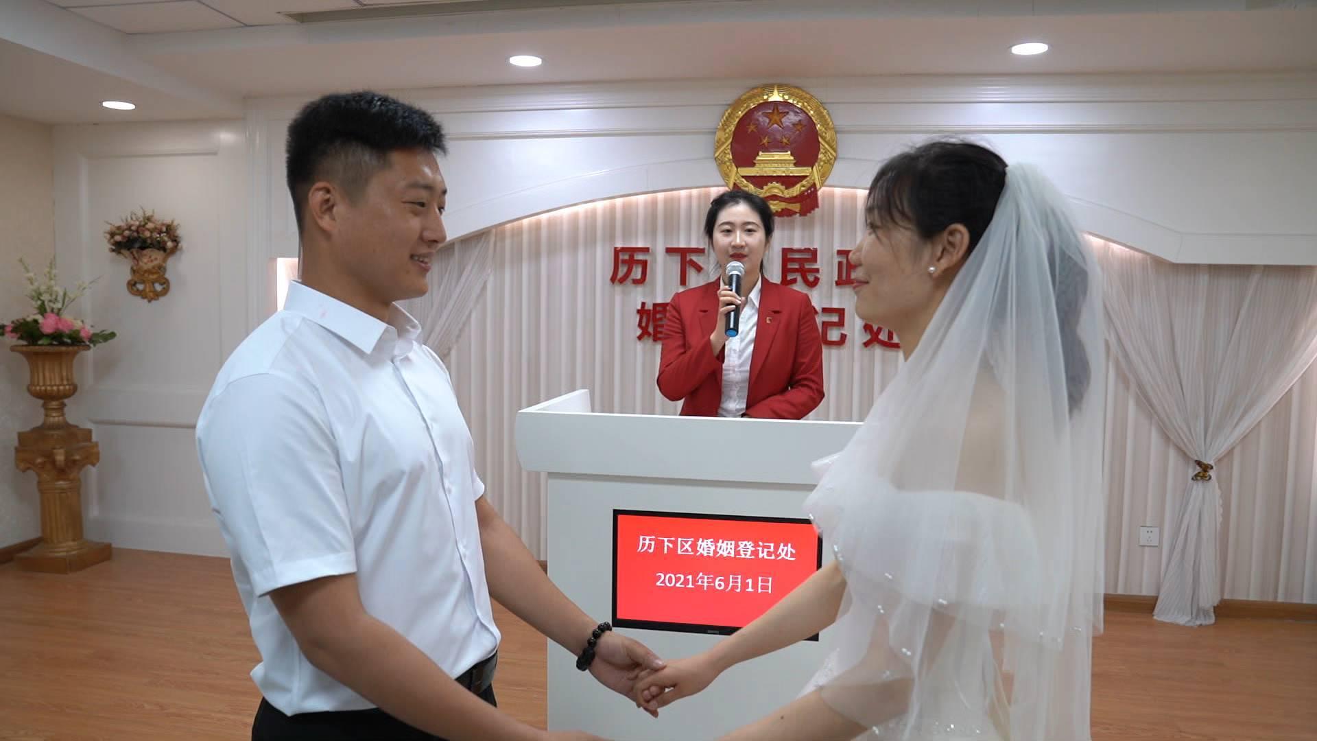 """领证啦!山东发出全国首张跨省婚姻登记""""结婚证"""""""